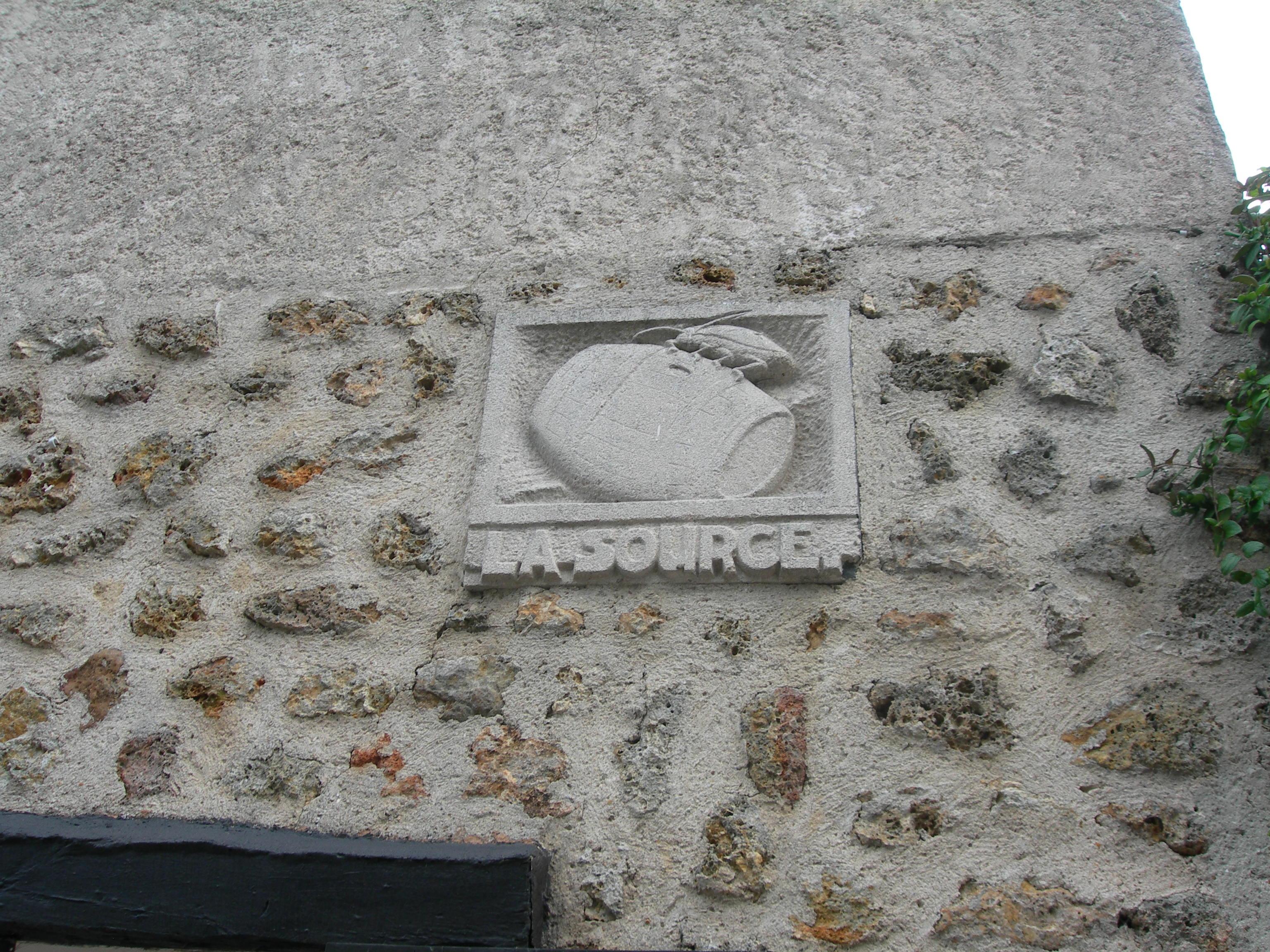 Sculpture sur une maison de Magny-le-Village